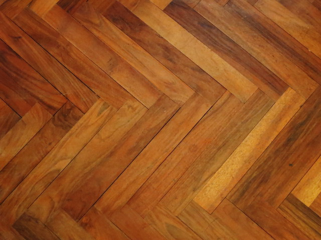 Walnut parquet in situ