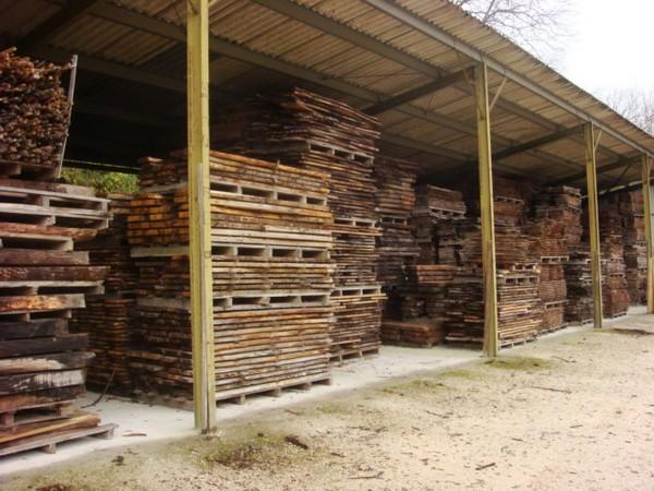 Hangar de stockage pour un séchage naturel
